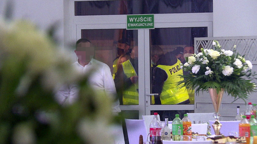 Policja weszła na wesele w wielkopolskim Malanowie.