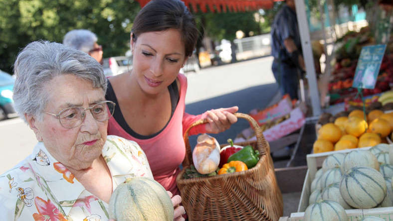 Codzienne zakupy wychodzą seniorom na zdrowie