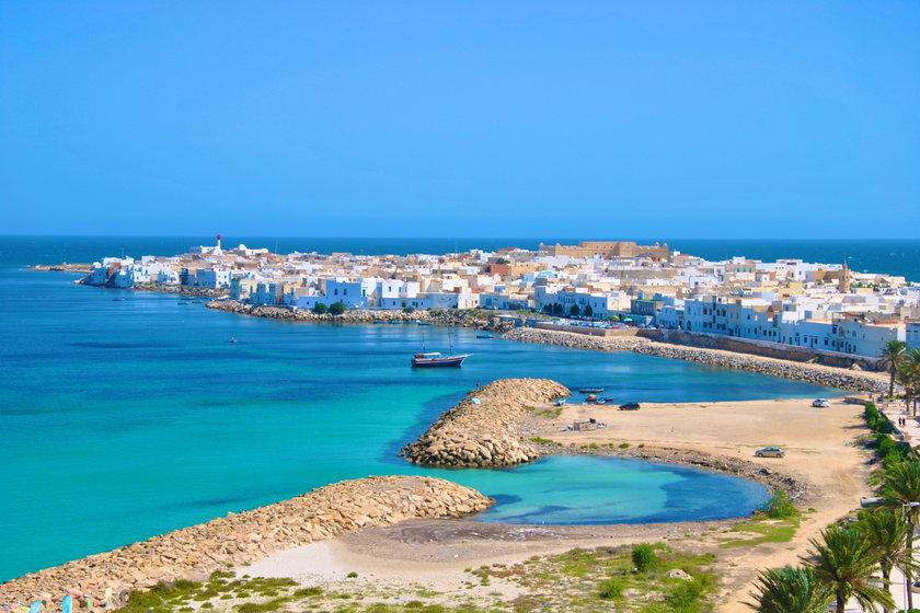 Tunezja czeka na turystów, jednak aby do niej wjechać, możesz potrzebować testu PCR.