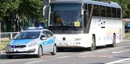 Wypadek w Parznicach. Autokar z dziećmi wylądował w rowie