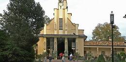 Pełny kościół wiernych w Podkowie Leśnej. Interweniowała policja