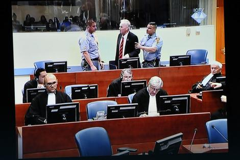 Ratko Mladić u sudnici haškog tribunala tokom izricanja presude