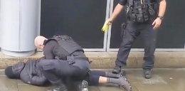 Atak nożownika przed centrum handlowym. Są ranni
