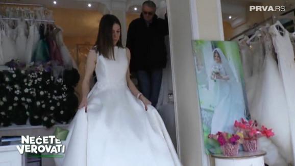 Milijana već isprobava venčanice