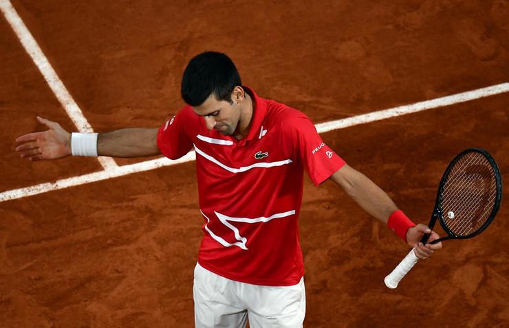 Novak Đoković u meču finala Rolan Garosa protiv Rafael Nadala
