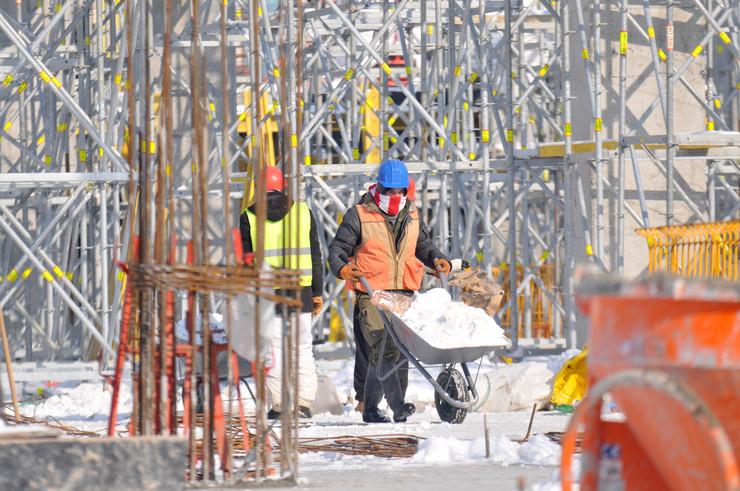 Novi Sad Građevinici radnici gradiliste na minusu sneg hladnoca
