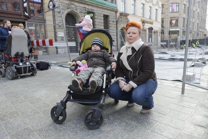 Jowita Szpila (35 l.), mama Franka (3 l.) i Anity (18 m.)