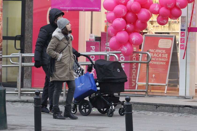 Anna Czartoryska na spacerze z mężem i dziećmi