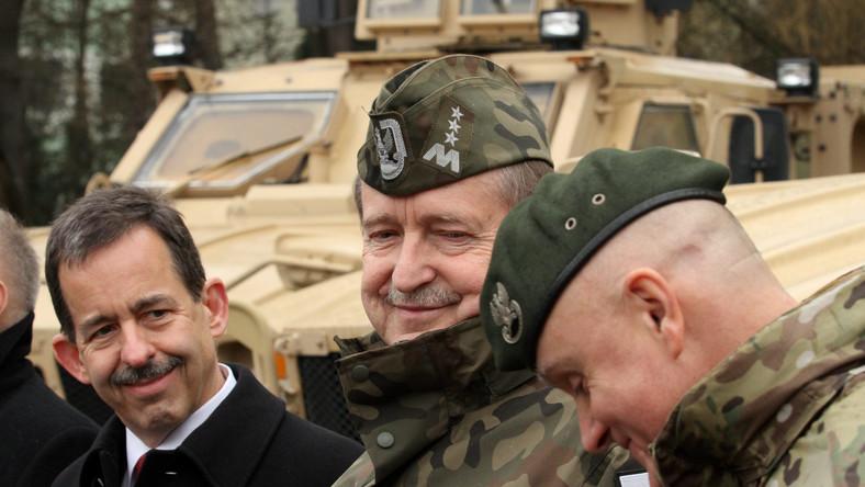 Polscy komandosi dostali amerykańskie wozy typu MRAP. Pojazdy, które wcześniej służyły w Afganistanie, nieodpłatnie przekazali nasi sojusznicy z USA. Pierwsze wozy dotarły do Polski w połowie grudnia ubiegłego roku, kolejna partia w styczniu.