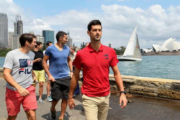 Novak Đoković u Australiji, u pozadini Dušan Lajović i Nenad Zimonjić