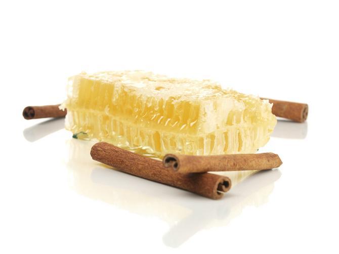 Svakodnevno uzimajte mešavinu meda i cimeta: Rezultati će vas ODUŠEVITI