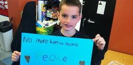 Wzruszające zdjęcie chłopca zabitego w Bostonie. Napisał na kartce...
