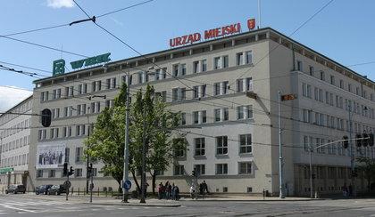 18 mln zł na 13-stki dla urzędników!