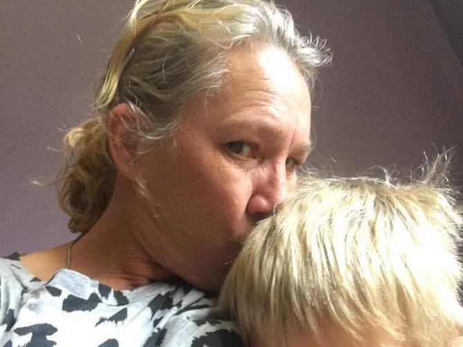 """Svi su napali majku zbog OVE FOTOGRAFIJE: """"Ne mogu da verujem šta radi sa sinom koji ima 7 GODINA"""""""