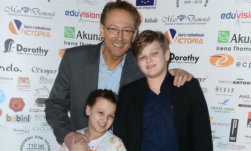 Jacek Borkowski z dziećmi