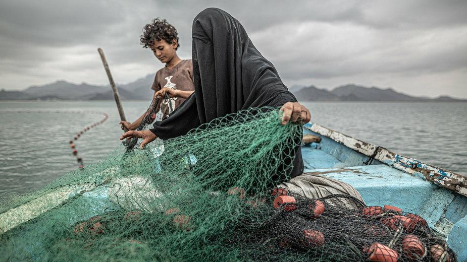 Fatima i jej syn łowią ryby. Zwycięskie zdjęcie autorstwa Pablo Tosco
