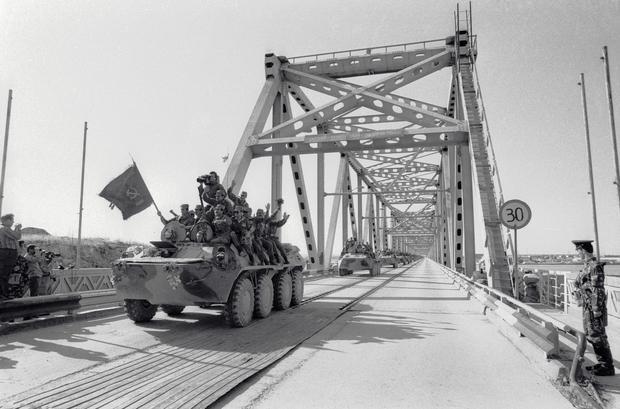 Wycofanie wojsk radzieckich z Afganistanu, most Przyjaźni na rzece Amu-daria