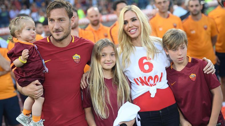 """Niedziela w świecie włoskiej piłki, całego sportu i w mediach należała do """"Kapitana"""". Jego rozstanie z klubem było tematem numer jeden w wielu programach informacyjnych."""