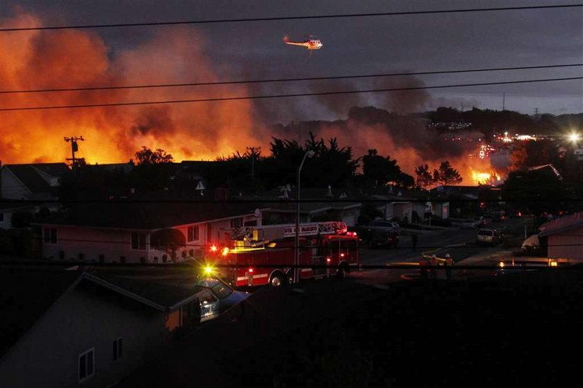 Potworny pożar trawi domy. Zdjęcia!