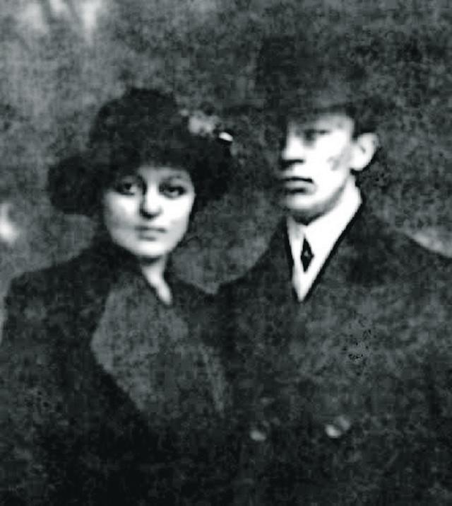 Desanka Ruvidić-Okoličanji bila je prva žena apotekarka, diplomirala je farmaciju 1913.