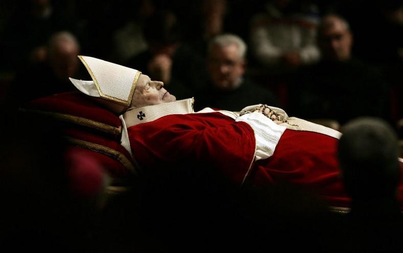Uroczystości pogrzebowe Papieża Jana Pawła II w Bazylice Św. Piotra na Watykanie, 04.04.2005. fot. zuma/newspix.pl