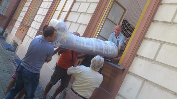 Ko zna šta je ostalo od mumije nakon tumbanja