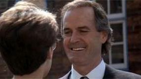 """John Cleese planuje musicalową wersję """"Rybki zwanej Wandą"""""""