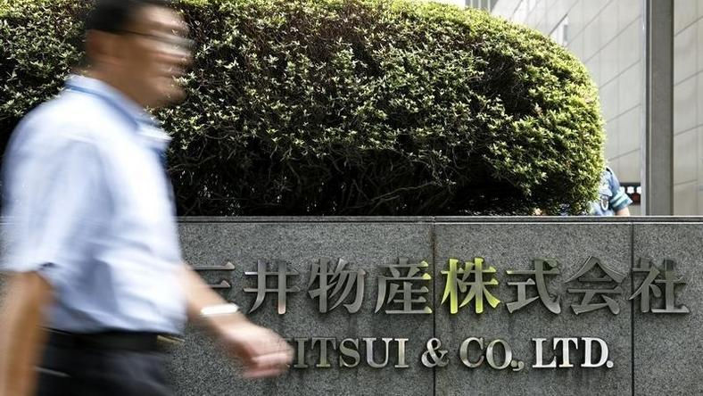 A man walks past the headquarters of Japanese general trading company Mitsui & Co., Ltd. in Tokyo July 9, 2009. REUTERS/Stringer