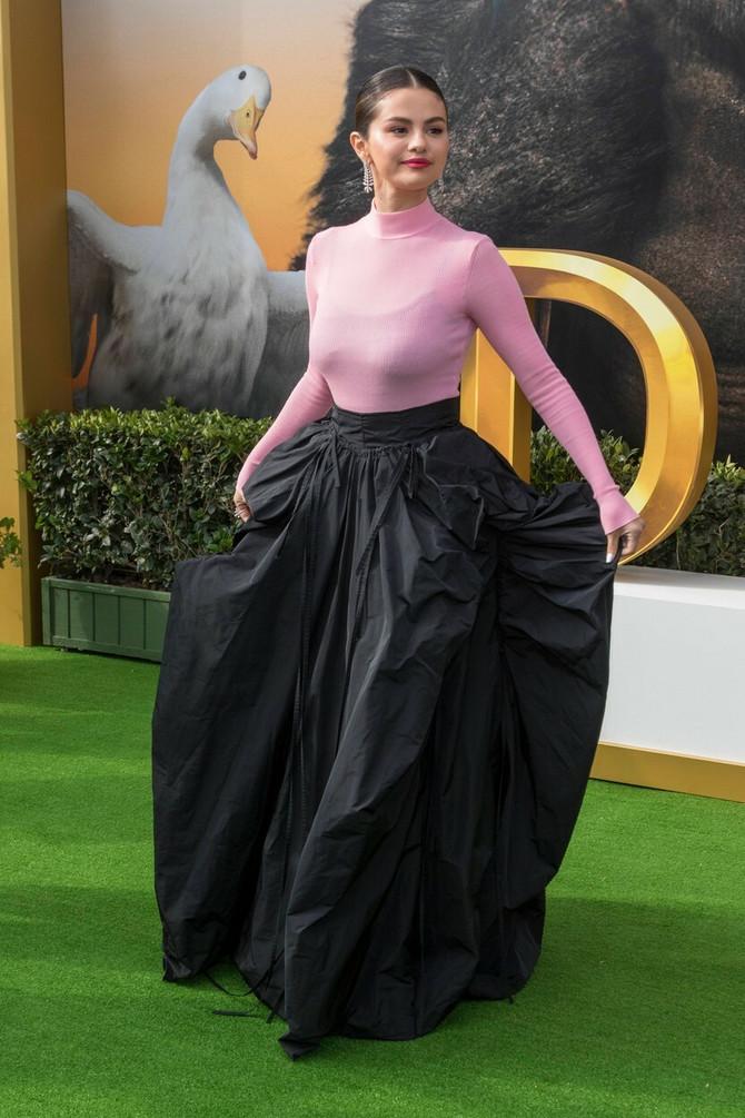 Kakva suknja!