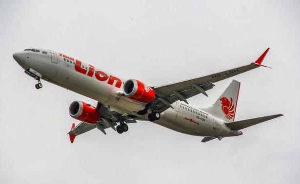 Wstrzymanie produkcji mocno uderzy w dostawców części. Według agencji Reuters decyzja Boeinga wymusi np. trudne negocjacje z firmą Spirit Aerosystems, która dostarcza kadłuby.