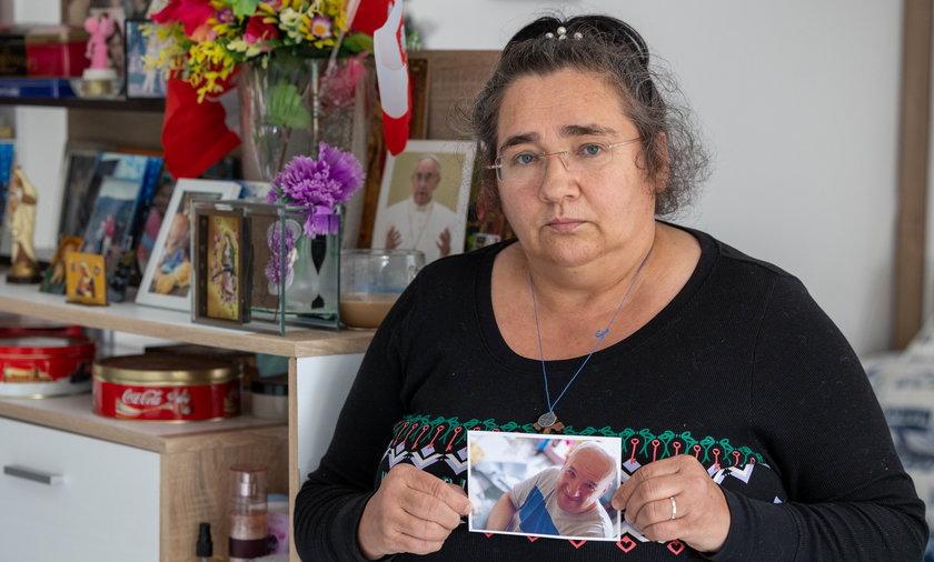 Halina Jarosz (56l.) z Bukowna. Siostra Zbigniewa Opioły (†50l.) prosi świadków o pomoc w ustaleniu przyczyn śmierci jej brata