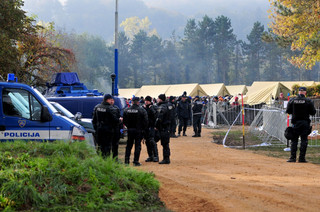 Słowenia: Czołgi na ulicach mają opanować napływ imigrantów
