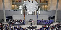 """Chińczycy """"heilowali"""" pod Reichstagiem. Usłyszeli zarzuty"""