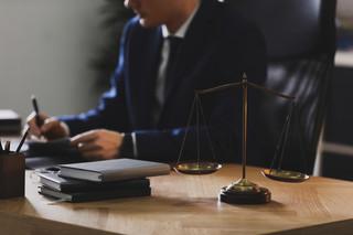 Egzaminy prawnicze – najlepsi radcy prawni, najsłabsi komornicy