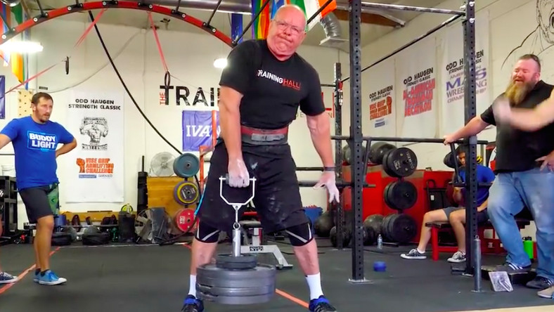 69-Year-Old Lifter Shows Off His Grip Strength