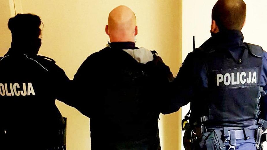 Mężczyzna rzucał w policjantów jajkami Okazało się, że ma w domu narkotyki
