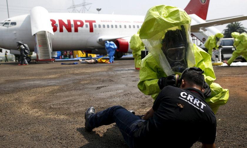 Czy terroryści użyją broni chemicznej? Mają kombinezony