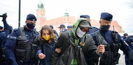 Policja wywiozła niewidomego z Warszawy. Nie mógł sam wrócić do domu!