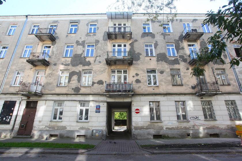 """Bezczelność warszawskich urzędników! W haniebny proceder """"wmieszali"""" zmarłych"""
