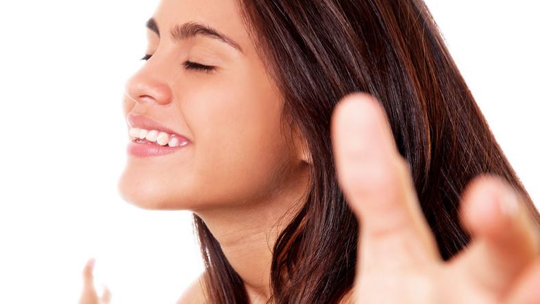 dorosły człowiek bierze oddech średnio 15-20 razy na minutę