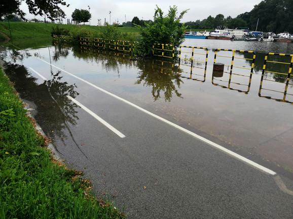 Biciklistička staza pod vodom