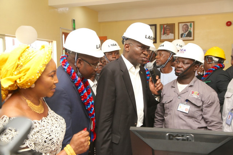Fashola commissioning a power project as minister of power, works and housing (Punch)