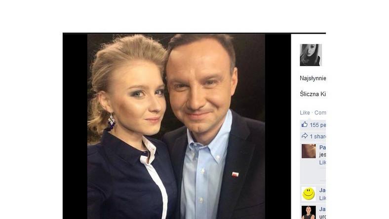 """Podczas tego spotkania córka kandydata po raz pierwszy zabrała publicznie głos - złożyła życzenia maturzystom i wyznała, że """"współczesna Polska to nie jest do końca Polska jej marzeń"""". Powiedziała też, że ma świadomość, że wielu jej znajomych nie jest wyborcami PiS-u, ale wierzy, że zagłosują na jej tatę, bo to człowiek z wizją, która zapewni młodym ludziom lepszy start w samodzielność i dorosłość właśnie w Polsce, a nie na emigracji..."""