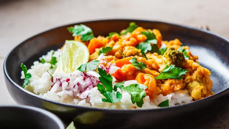 Potrawka bezglutenowa orientalna z ryżem