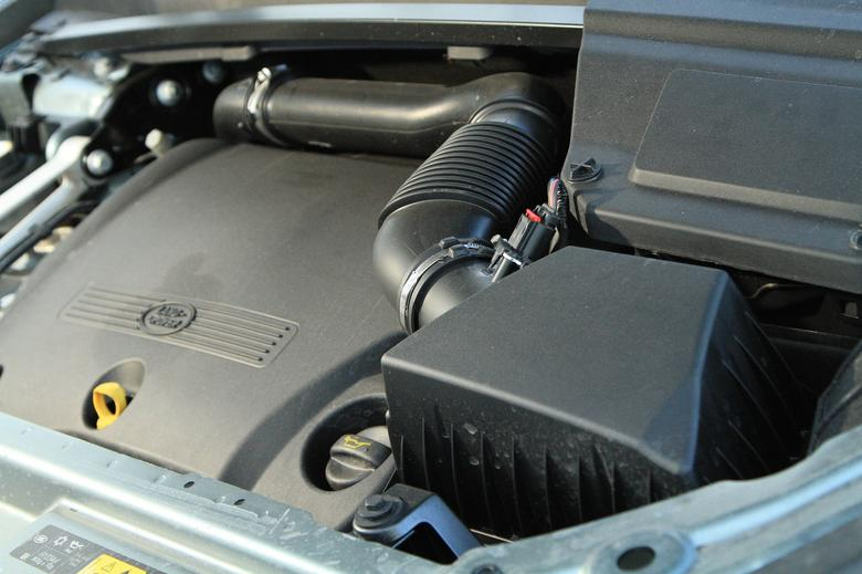 W brodzeniu pomaga wysoko wyprowadzony filtr powietrza