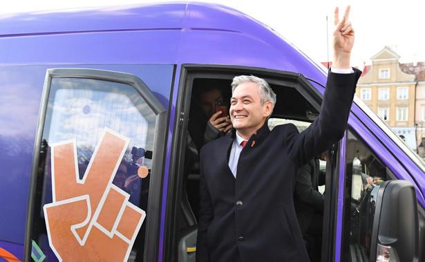 Chcemy Polski w Europie, która będzie korzystała z europejskich standardów - powiedział w niedzielę w Bydgoszczy lider partii Wiosna Robert Biedroń. Jego zdaniem wybory do Parlamentu Europejskiego będą przełomowe.