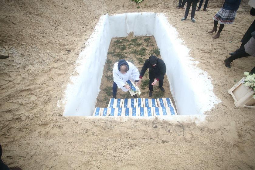 Skąd wzięto płody na masowy pogrzeb? Prawda jest upiorna