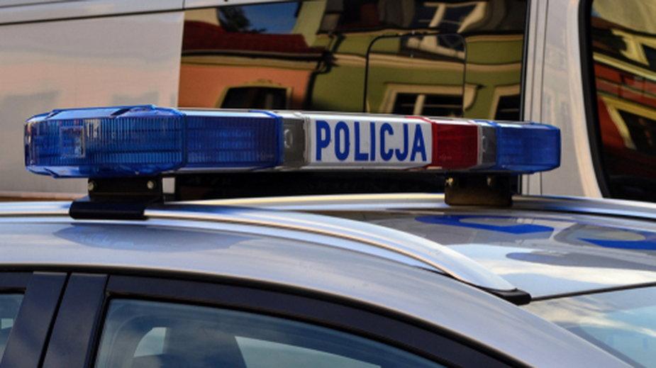 Policjanci zatrzymali starszą panią, która niszczyła samochody na Mokotowie