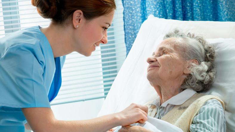 Od 1 stycznia szpitale powinny wyposażać swoich pacjentów na czas pobytu w placówce w opaski identyfikacyjne zakładane na nadgarstek