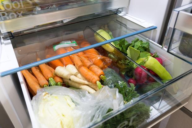 W lodówce trzymaj jedzenie, nie smartfona